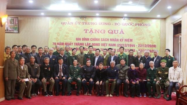 VPUB - Quân ủy Trung ương - Bộ Quốc phòng, Quân khu 2 trao tặng 30 suất quà cho gia đình chính sách trên địa bàn tỉnh Điện Biên